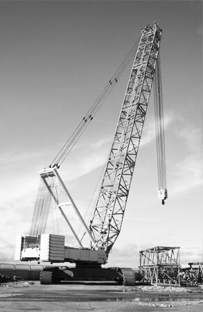 Conventional mobile crane at work site