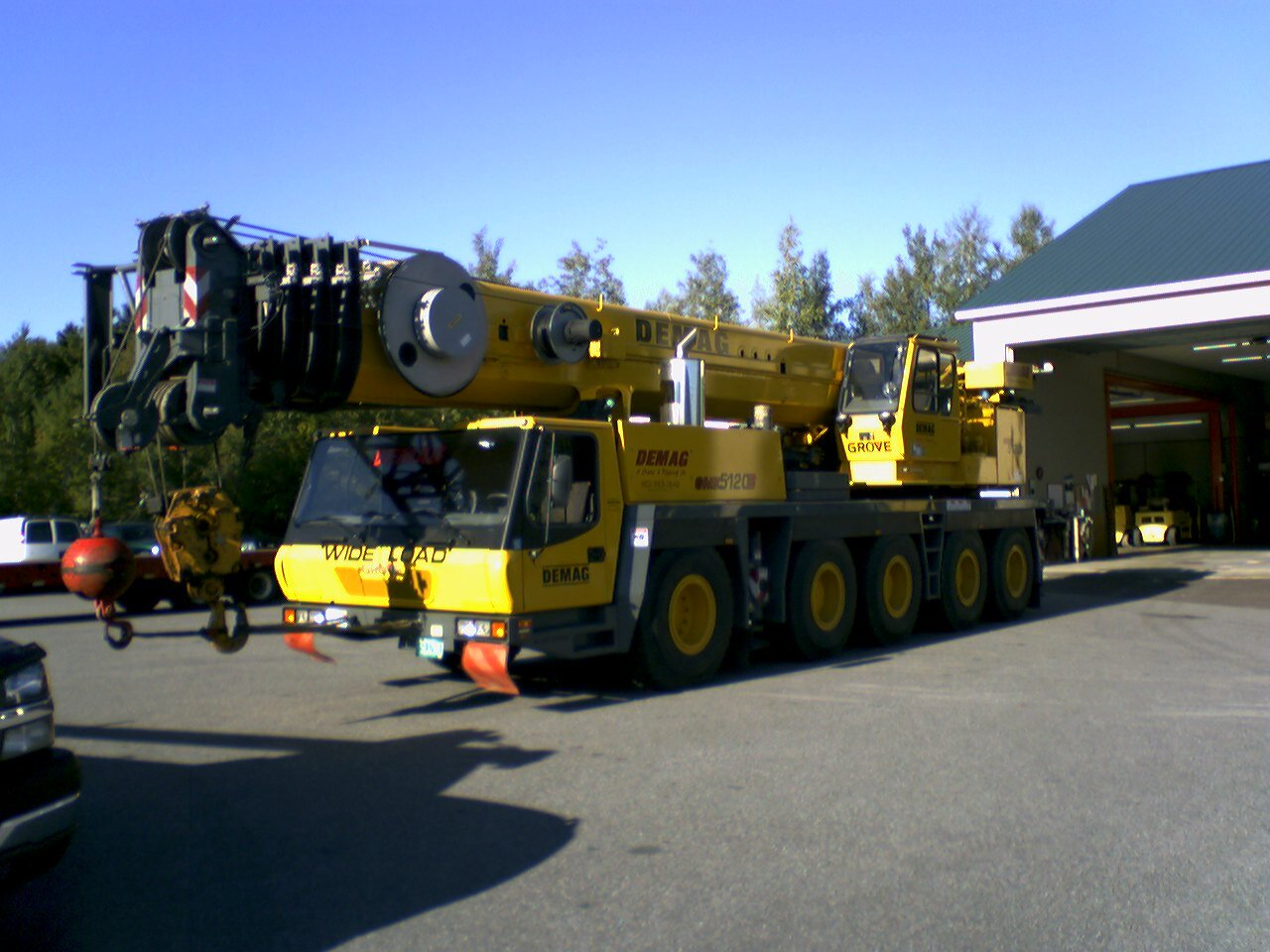 Setting up Demag Riggers' Grove GMK5120 for its inspection