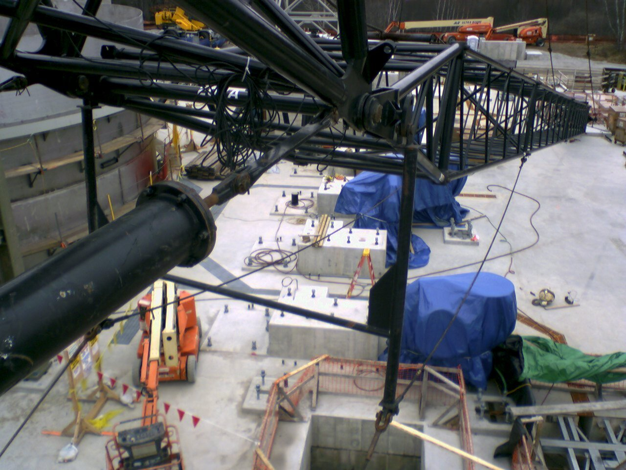 Inspecting the luffing jib of this Manitowoc 2250